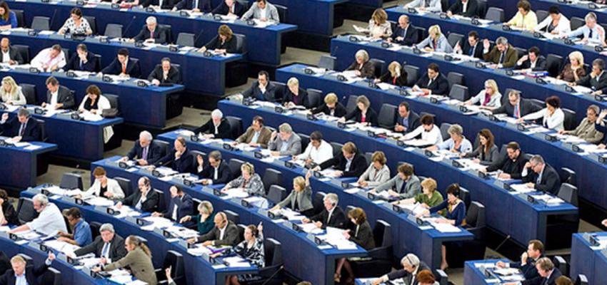 Хороша новина: наявність жінок-кандидаток у списках партій не ставить їх у невигідне становищена виборах