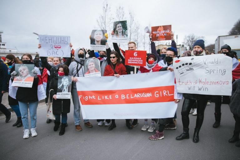Учасниці Маршу розгорнули банер із написом «Борись як білоруська дівчина».