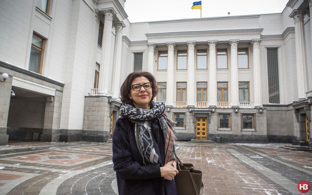 Оксана Сироїд біля Верховної Ради