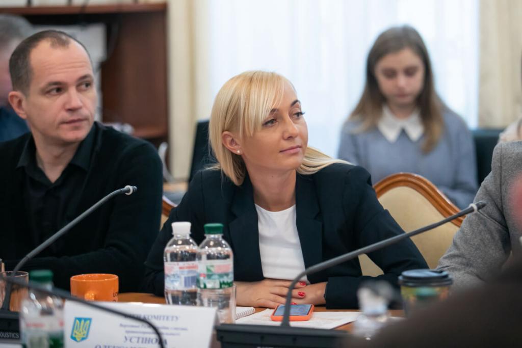 Олександра Устінова працює у Комітеті з питань правоохоронної діяльності.